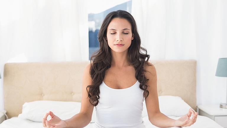 Joga Frau Weiß Yoga Meditation Entspannung Stressrelief Stress